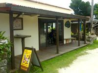 竹富島のアイランドカフェ ちろりん村 - 軒先もいい雰囲気になりました