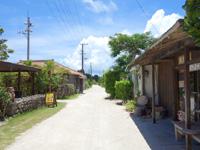 竹富島のアイランドカフェ ちろりん村 - 目の前に焼き物屋あり