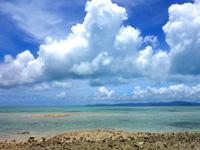 竹富島の星砂の浜 - 岩や石が多いので泳ぐならコンドイビーチへ!