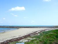 竹富島の竹富港とナーラサ浜の間 - 竹富港から防波堤を越えた先へ
