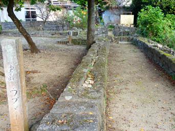 多良間島のウプメーカ/ミャーカ「多良間島の史跡の中でもわかりやすい場所にあります」