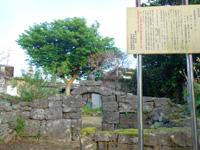 多良間島のウプメーカ/ミャーカ - この門構えが特徴