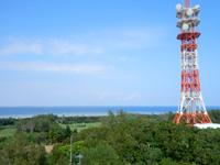 多良間島の八重山遠見台展望台/展望タワー - 北東側には邪魔な鉄塔がある