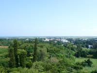 多良間島の八重山遠見台展望台/展望タワー - 南東側は集落が一望