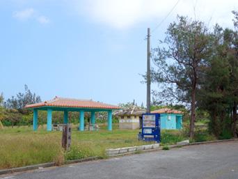 多良間島の農村公園(オランダ人漂着地近くの公園)「時期によっては雑草だらけで公園そのものが消えているかも」