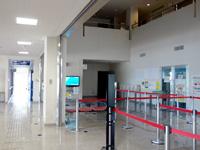 多良間島のかりゆす多良間空港/新多良間空港 - ターミナル内には吹き抜けもあります(いるの?)