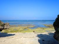 多良間島のパナリの拝所 - 正面にパナリは見えない(水納島はやや左側)