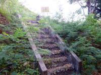 多良間島の宮古遠見台 - この階段の上が遠見台ではありません