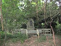 多良間島の父母の森/父母の碑