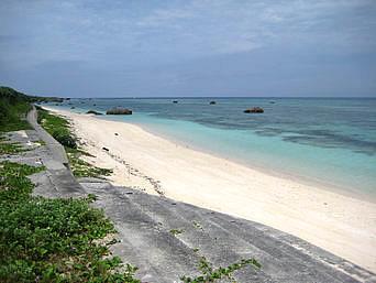 多良間島のウプドゥマリ゜トゥブリ「多良間島の周回道路はすぐにビーチへ出れる道」