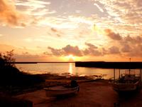多良間島の普天間港/旧ターミナル - 東向きの港なので朝日鑑賞には最高