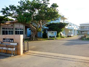 多良間島の多良間中学校/屋内プール/多良間村立保育所