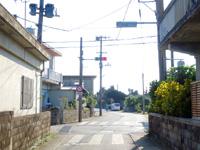 多良間島の島唯一の信号 - 横断歩道も歩行者信号もあります