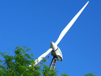 多良間島の旧多良間空港滑走路/可倒式風力発電「たらまる」/メガソーラー/多良間村ヤギ加工施設 - 可倒式風力発電、名前は「たらまる」?