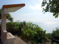 多良間島のメモリアルビーチ/タカアナ/アガリ゜タカーナ - ゆがぷうランドの展望台の背後のビーチ