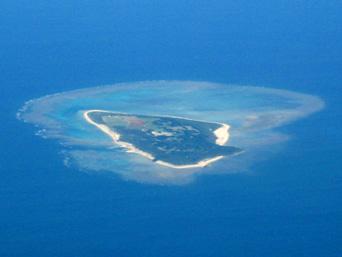 多良間島の水納島「多良間島の北に浮かぶ離島中の離島」