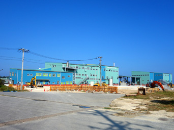 多良間島の宮古製糖多良間工場/多良間村多良間製糖工場「多良間島東部にある製糖工場」