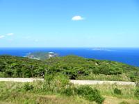 渡嘉敷島の赤間山東展望台 - 心地の良い風が通り抜ける展望台