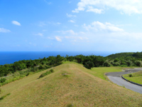 渡嘉敷島の赤間山東展望台 - 前島側も一望できます