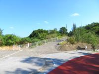 渡嘉敷島の白玉之塔 - 渡嘉敷の港と集落が一望です