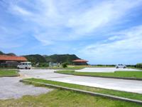 渡嘉敷島の中頭の海 - ビーチは岩が多め