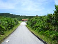 渡嘉敷島の浦の海 - 中頭よりは砂浜っぽいかも!?