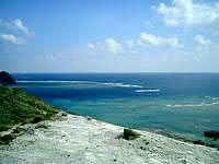 渡嘉敷島の前岳林道展望台 - 東の海はこんな感じ