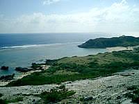 渡嘉敷島の前岳林道展望台 - 南の景色では浦の海も!