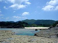 渡嘉敷島の阿波連ビーチ北の海 - 基本的に岩場が多いです