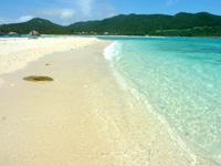 渡嘉敷島ハナレ島のハナレ島のビーチ - 砂もキレイ、海もキレイ