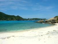 渡嘉敷島ハナレ島のハナレ島のビーチ - 南側のビーチは岩もあるけどさらに静か