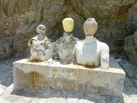 渡嘉敷島ハナレ島のハナレ島のオブジェ/シブガキ島 - 以前は原型があったが今はこの状態