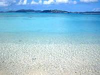 渡嘉敷島のトカシクビーチの海の色の写真