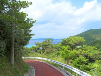 渡嘉敷島のトカシクビーチと阿波連を結ぶ道