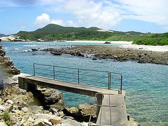 渡嘉敷島ウン島のウン島桟橋「中頭へ来た方ならこの桟橋に見覚えがあるかも」