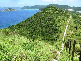 渡嘉敷島ウン島のウン島「ウン島から渡嘉敷島を見ます」