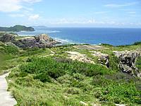 渡嘉敷島ウン島のウン島ヘリポート - 灯台と桟橋の途中ぐらいにあります
