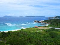 渡嘉敷島の阿波連崎途中の展望台 - 展望台の先にさらに高い岩場有り