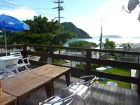 渡嘉敷島のシーサイドカフェGAKIYA/我喜屋商店 - トカシクの海も2階なら望めます