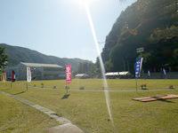 渡嘉敷島の鯨海峡とかしき島一周マラソン大会コース - ゴール地点の渡嘉敷集落のグラウンド
