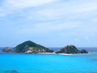 渡嘉敷島ハナレ島のハナレ島/パナリ/シブがき島「阿波連の沖に浮かぶ無人島」