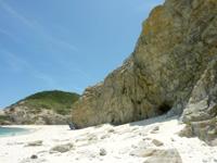 渡嘉敷島ハナレ島のハナレ島/パナリ/シブがき島 - 大きな岩山が2つあります