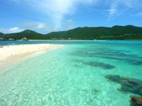 渡嘉敷島ハナレ島のハナレ島の砂の岬 - 海の色が綺麗すぎる!