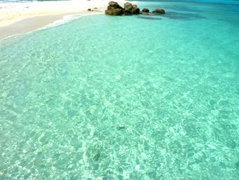 渡嘉敷島ハナレ島のハナレ島の海の色「ハナレ島の海の色は阿波連ビーチ以上」