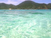 渡嘉敷島ハナレ島のハナレ島の海の色 - 程よい深さでシュノーケリング向き