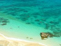 渡嘉敷島ハナレ島のハナレ島岩山の上からの景色 - 上から見る海の色は最高