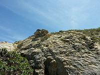 渡嘉敷島ハナレ島のハナレ島の南の山 - ごつごつした岩の南の山