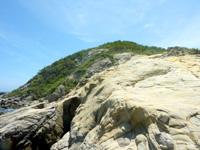 渡嘉敷島ハナレ島のハナレ島の南の山 - がんばれば上れないこともないが・・・