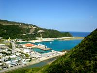 渡嘉敷島の港の見える丘展望台 - 展望台からはまさに港が一望