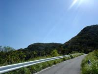 渡嘉敷島のアラン展望台 - この坂を登れば、展望台まですぐ